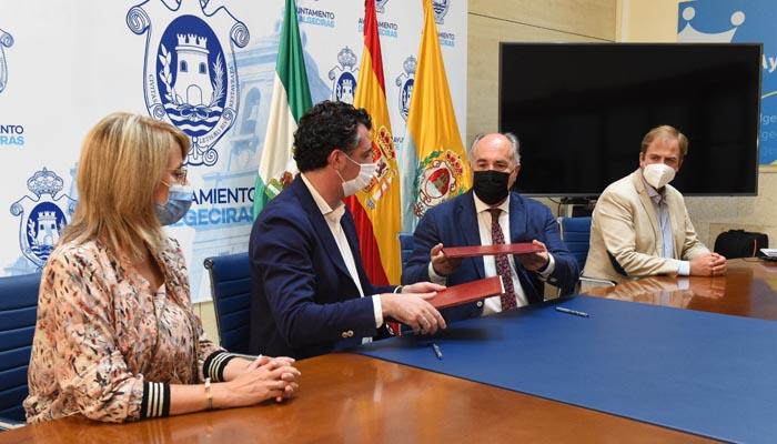 Un momento del acto de firma del convenio. Foto: Ayto Algeciras