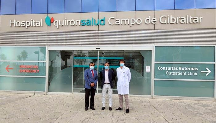 Responsables del hospital Quirónsalud Campo de Gibraltar y el Algeciras CF