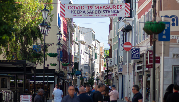 La subida de casos en agosto se debió a la asistencia de varios gibraltareños a una fiesta a Marbella, dice el Gobierno. Sergio Rodríguez