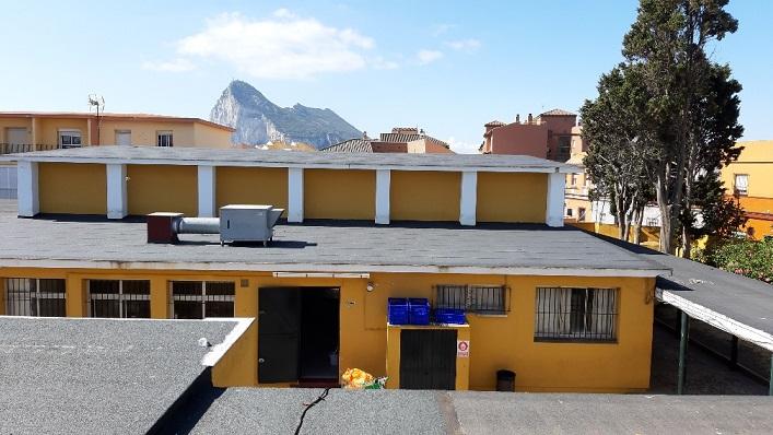 Cubiertas de uno colegio de La Línea. Foto: NG