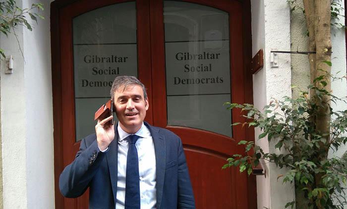 Daniel Feetham, el líder anterior, en la puerta del GSD