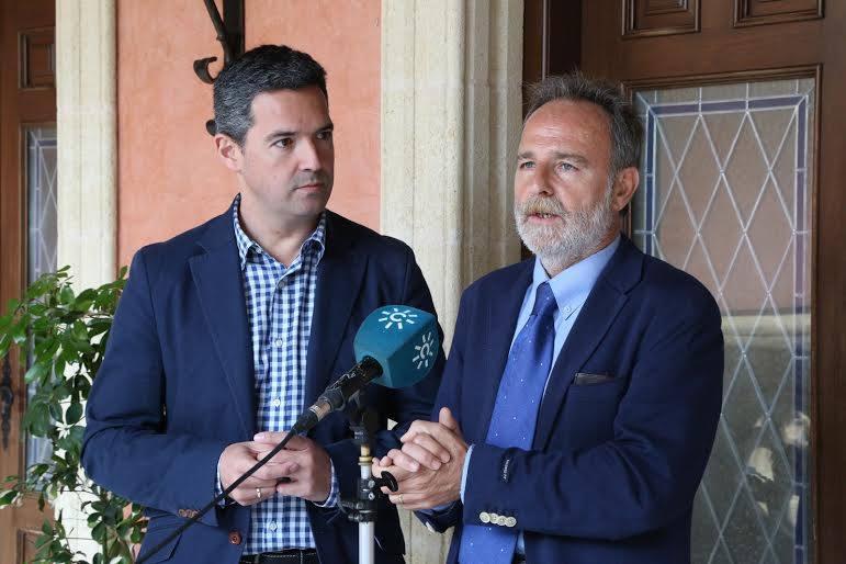 El diputado socialista Salvador de la Encina lleva el asunto de las colas al Congreso