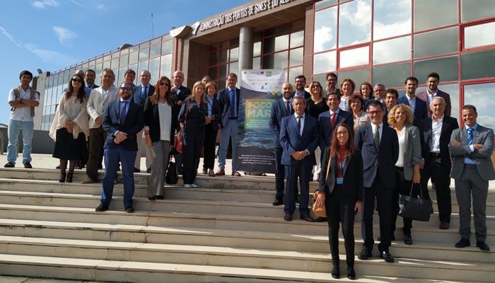 Los participantes en la jornada en el puerto portugués de Sines