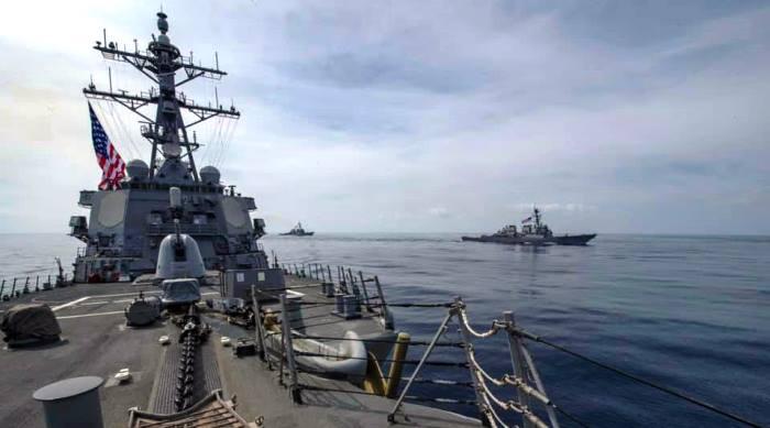 Los tres destructores juntos, de patrulla por aguas del Atlántico, el pasado domingo. Foto US Navy / Fred Gray IV