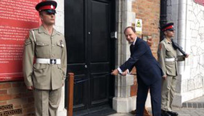 El Gobernador en la apertura tras las obras