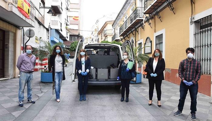 El Ayuntamiento entrega diez equipos informáticos a Apadis Bahía de Algeciras