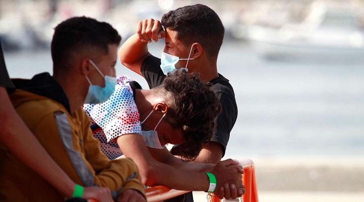 Varios de los inmigrantes rescatados el pasado viernes