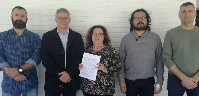 Macías con los alcaldes de Castellar y Jimena y miembros de IU La Lïnea