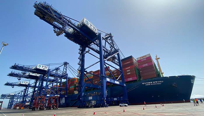 El HMM Algeciras, en su escala hoy en el puerto. Foto NG