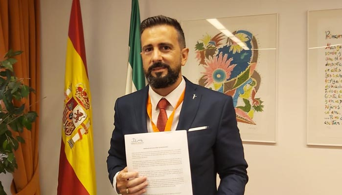 Manuel Jiménez, antes de intervenir en la Comisión de Fomento