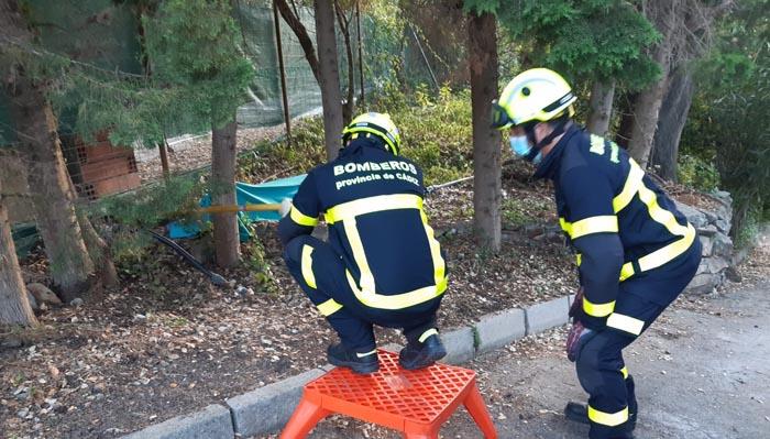 Los bomberos, en el lugar del siniestro