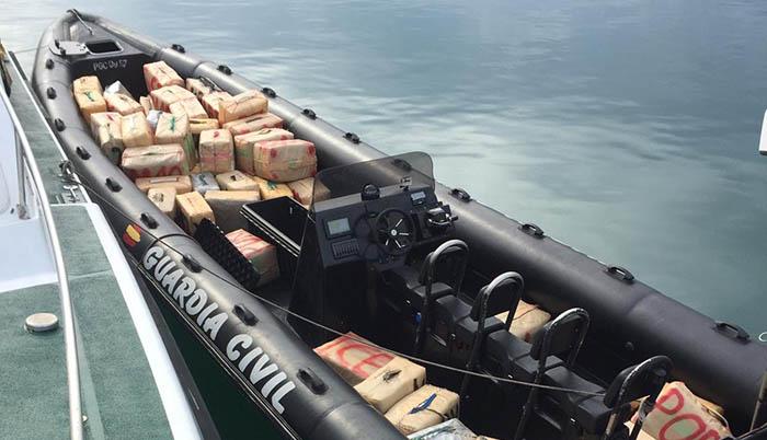 mbarcación con las 3 toneladas de hachís intervenido