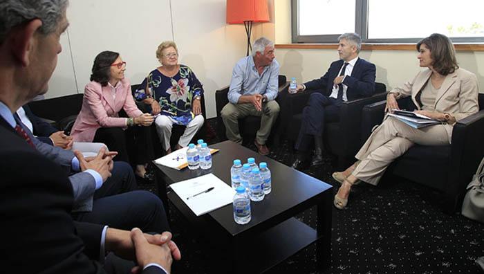Ministro y consejera, con las plataformas ciudadanas