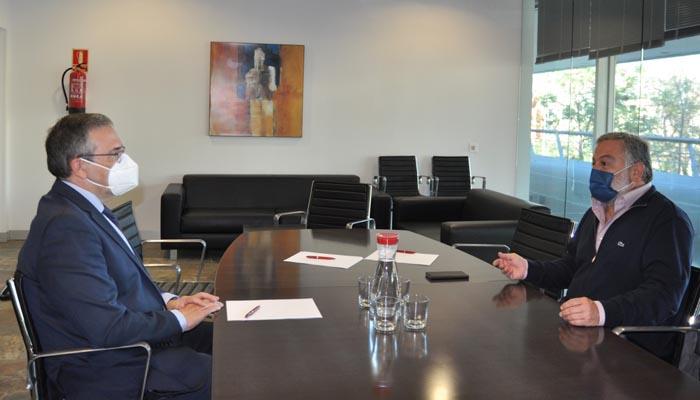 Carlos Fenoy y Alberto Cremades durante la reunión. Foto: Cámara Comercio