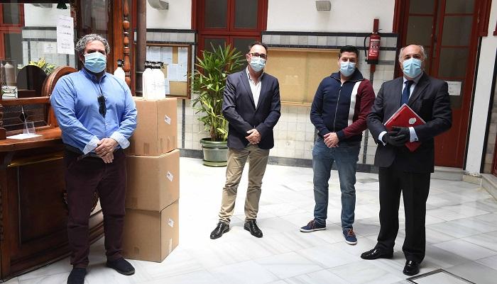 La empresa Amspec dona gel antiséptico al Ayuntamiento de Algeciras