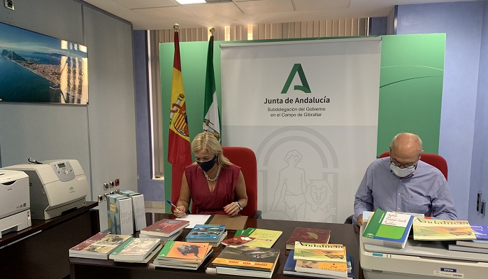 La Junta cede material informático y bibliográfico a AEPA 2015 de Algeciras