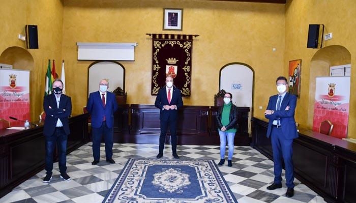 Ruiz Boix con los periodistas que le entrevistaron por sus diez años de alcalde