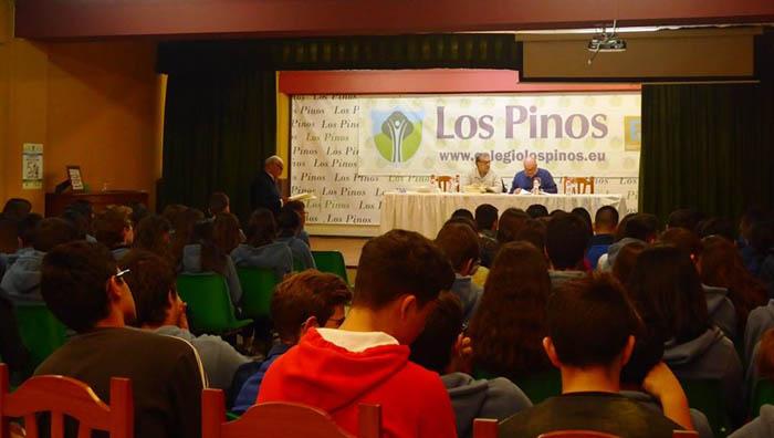Un momento de la presentación en el colegio Los Pinos