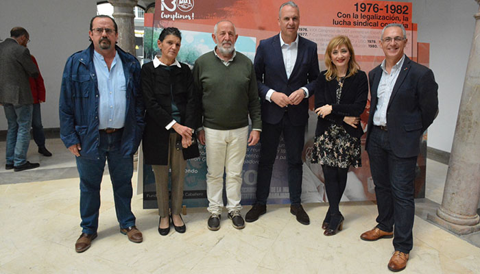 Carmen Castilla junto a otros asistentes como el alcalde de San Roque, Juan Carlos Ruiz Boix