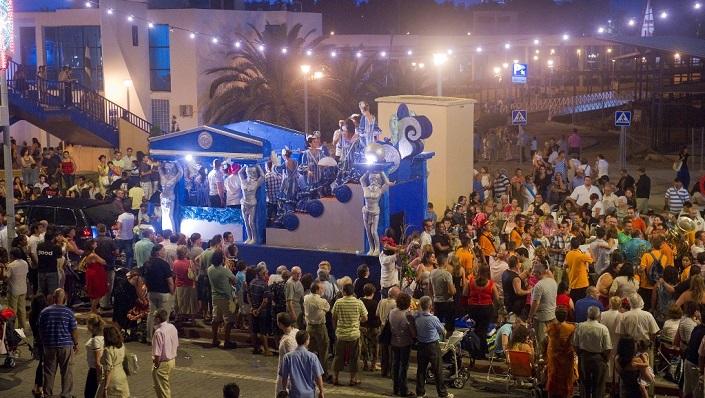 Una carroza de la cabalgata de feria de La Línea en 2019