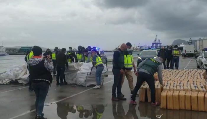 Interceptadas ocho toneladas de hachís en un remolcador en Algeciras