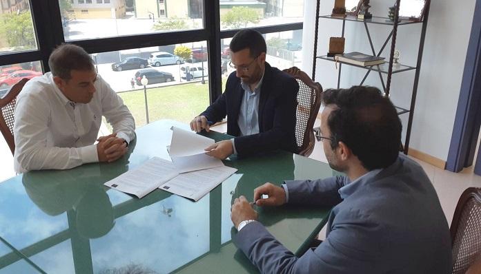 Macías, Franco y el portavoz de la empresa adjudicataria