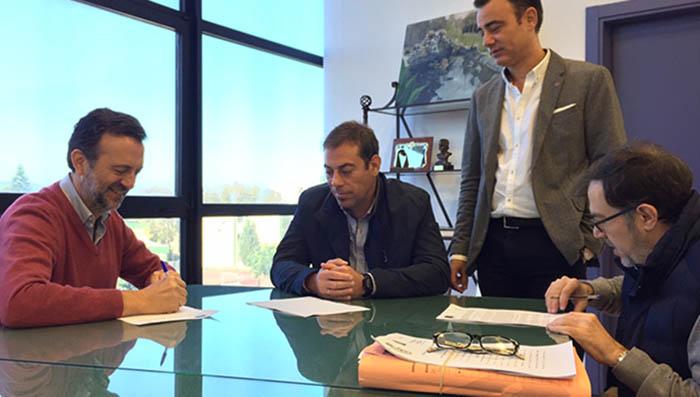 Firma del contrato para la peatonalización