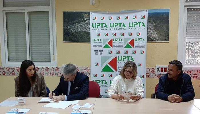 Firma del convenio entre la APCG y la UPTA