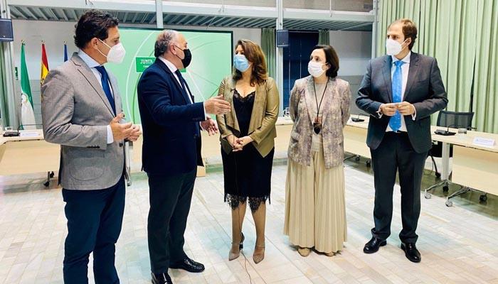 El alcalde de Algeciras y la consejera, Carmen Crespo.