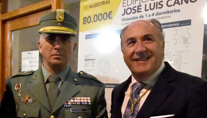 Landaluce y el coronel del 2º Tercio, durante un acto celebrado el año pasado