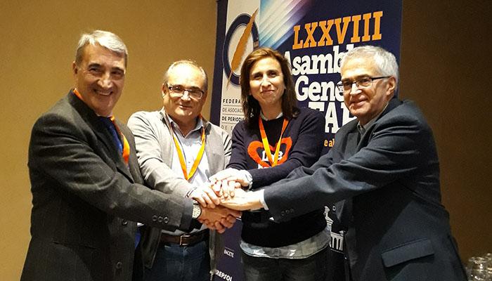 Javier Martínez y Rosario Pérez con el presidente de la FAPE, Nemesio Rodríguez, y Carlos Sanz, vicesecretario