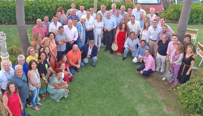 La nueva ejecutiva del PP reunida en Algeciras, en foto de grupo