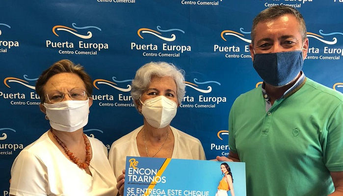 Puerta Europa dona 1.000 euros a la asociación Ángelus Luna de Algeciras