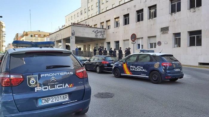 Trasladado al hospital Puerta del Mar el agente herido en Algeciras