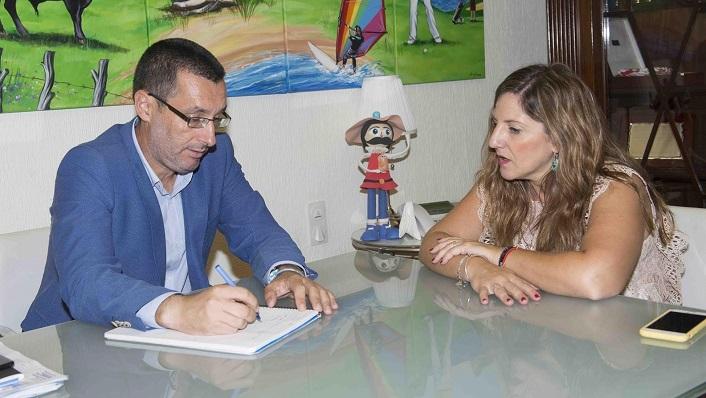 Juan Franco e Irene García, en su reunión de este lunes