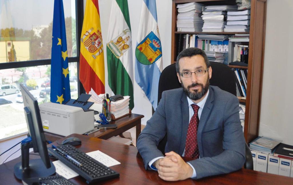 Juan Franco, alcalde de La Línea, en su despacho.