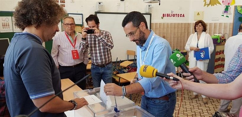Juan Franco, ayer durante su votación