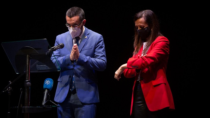 Juan Franco y Beatriz Corredor, tras su encuentro hoy en La Línea. Foto: Sergio Rodríguez