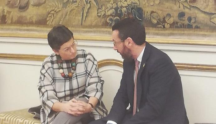 La ministra y el alcalde de La Línea, en una reunión anterior celebrada en Madrid