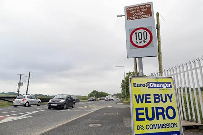 Carteles en la frontera de Irlanda