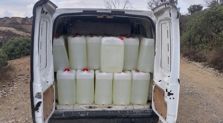 Las garrafas en el interior de una furgoneta. Foto: NG