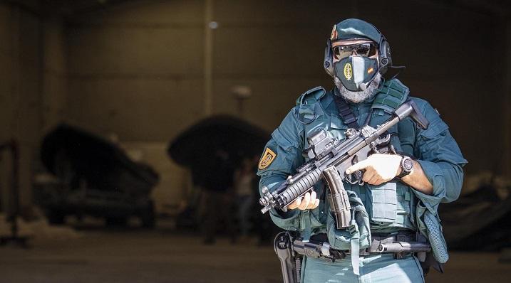 Imagen de archivo de un agente de la Guardia Civil en una operación contra el narcotráfico - A. Pérez - Europa Press
