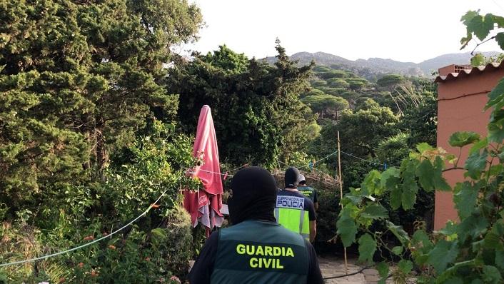 Agentes de la Policía y de la Guardia Civil durante el dispositivo