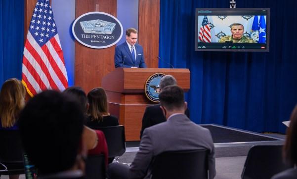 El comandante de USEUCOM, en la pantalla de plasma, durante la rueda de prensa telemática de ayer. Fofo DoD/Jack Sanders