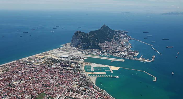 Vista aérea de La Línea y Gibraltar y de las aguas alrededor