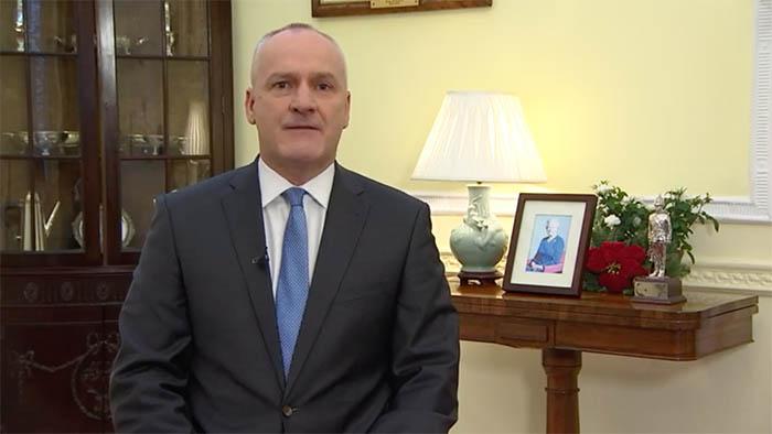 El gobernador Edward Davis, en su mensaje navideño de ayer