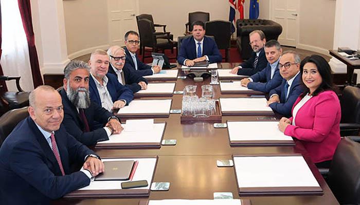 Varios de los ministros del Gobierno asisten a las reuniones. Foto NG