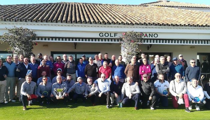Foto de familia al término de la competición de golf