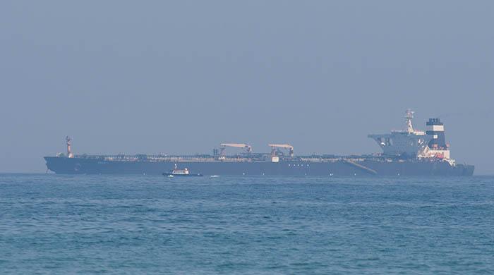 El 'Grace One' y una patrullera de Gibraltar. Foto Sergio Rodríguez