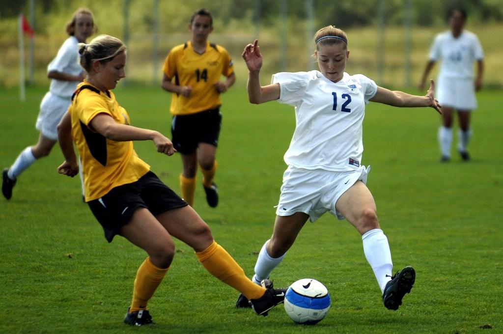 El próximo verano podría organizarse un torneo de fútbol femenino